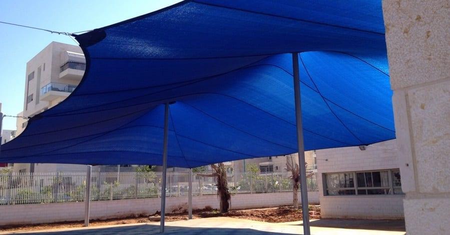 ממברנת רשת צל לחצר בית הספר
